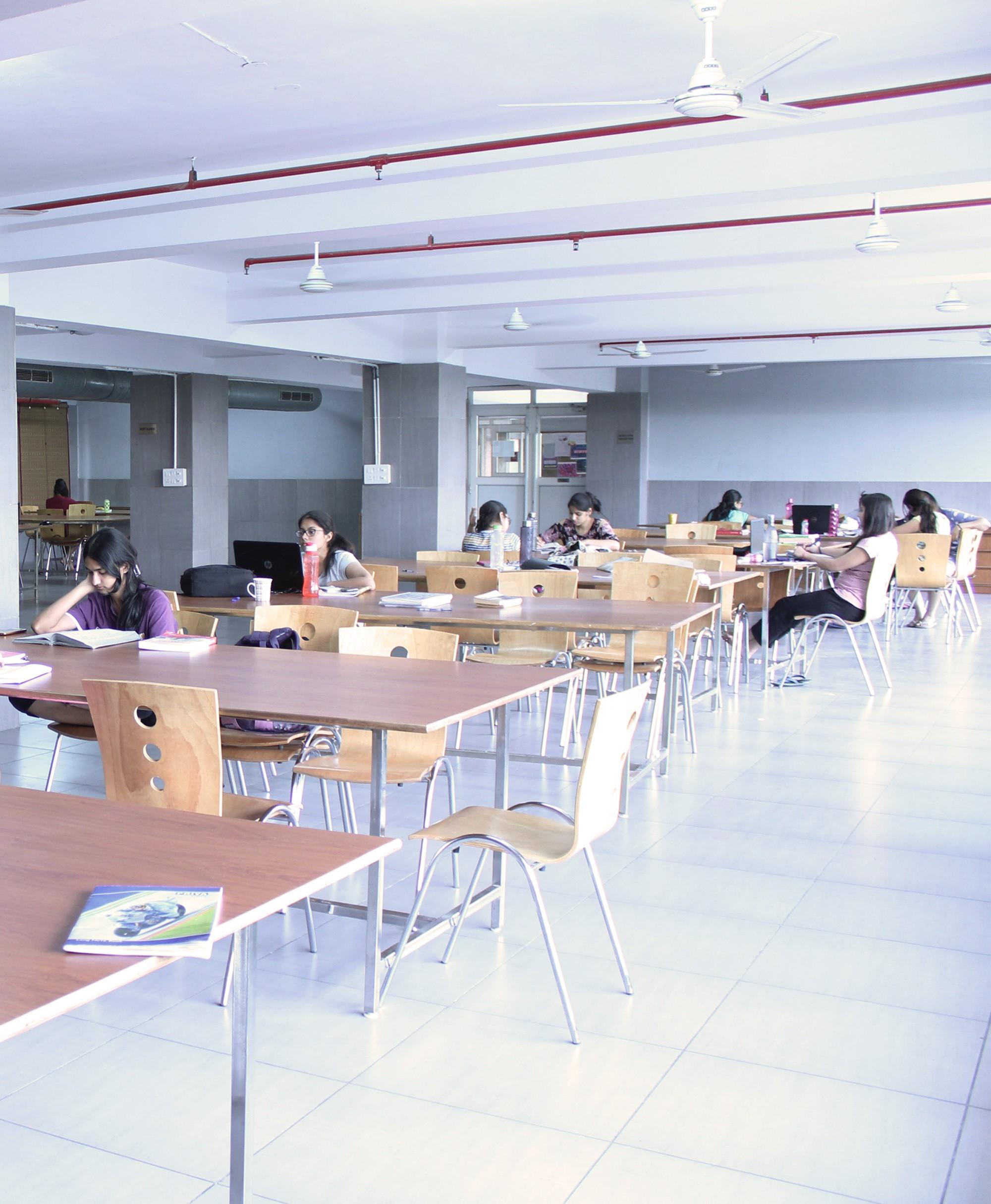 Anandam Girls Hostel, PG Greater Noida - 9810700284